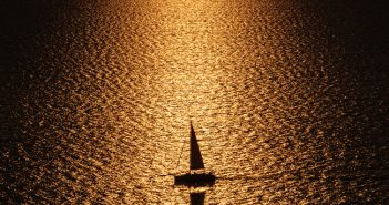 Sailing-under-a-setting-sun,-Pharos,-Santorini-2518