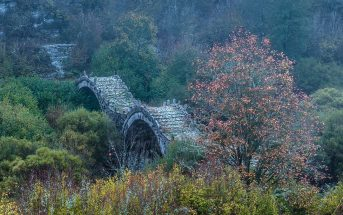 Kalogeriko-old-triple-arched-bridge,-Zagoria,-Greece-4844